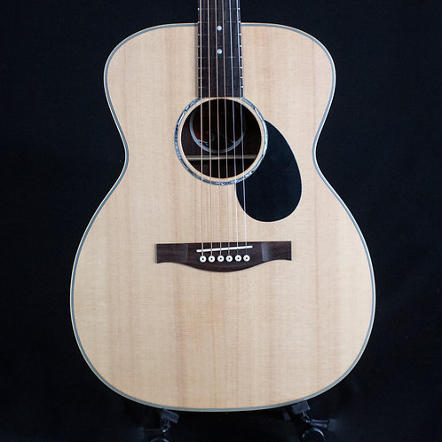 Eastman PCH2-OM Spruce/Rosewood Orchestra Model Acoustic w/ Free Gig Bag(00152)
