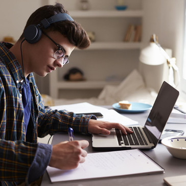 Cinq astuces pour rester concentrés lors des cours en ligne