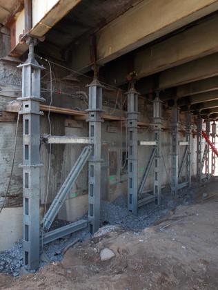 Temporary support for bridge abutment repairs