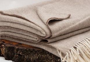 Kuschelige Baby-Alpaka-Decke in hellem braun
