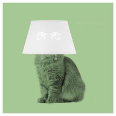 Maulló la gata de porcelana blanca sobre la mesita de noche, a la luz pálida de una luna enfermiza. Hacía un año que murió Ra, de quien era copia exacta, hierática y fría.