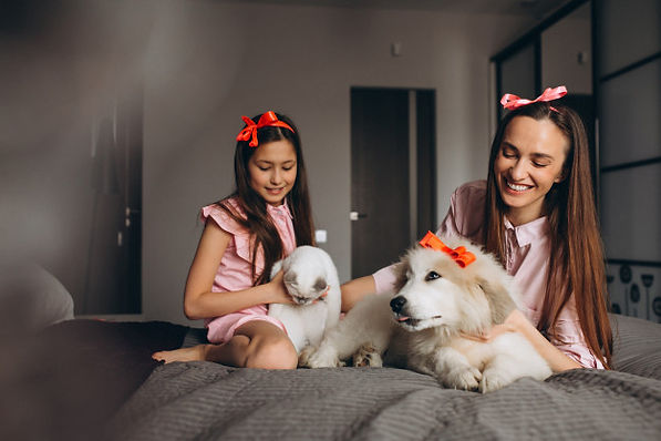 mother-daughter-with-kitten-dog_1303-824