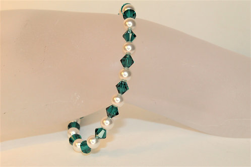Emerald Crystal and White Pearl Bracelet