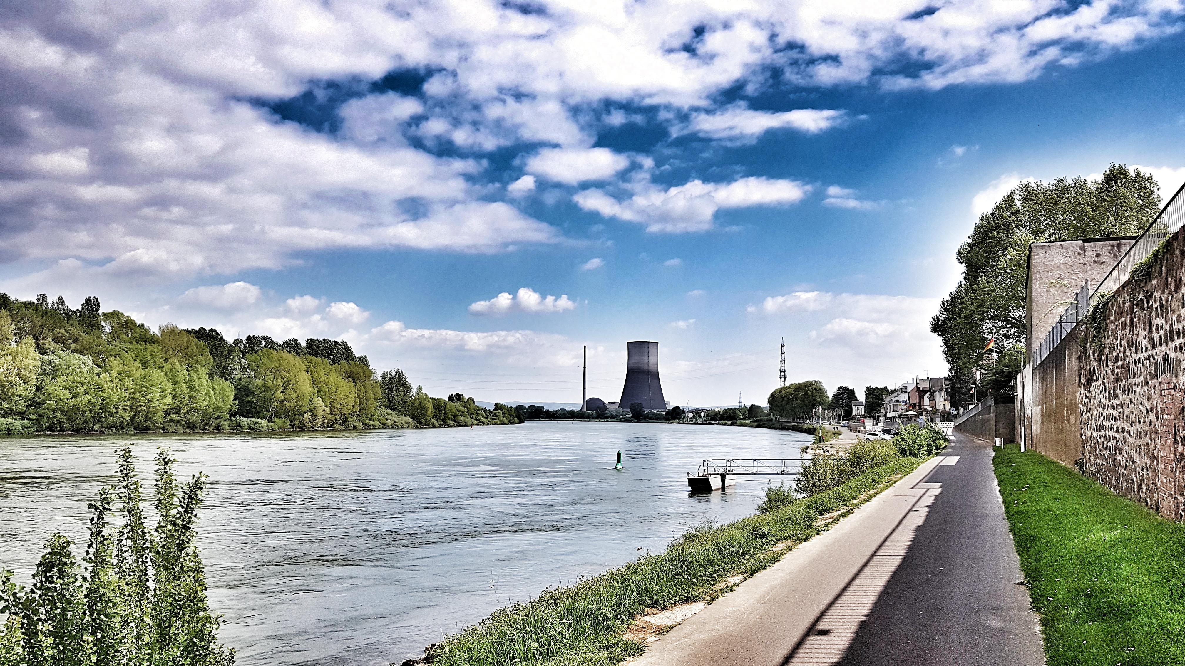 Die zwei Seiten des Rheins