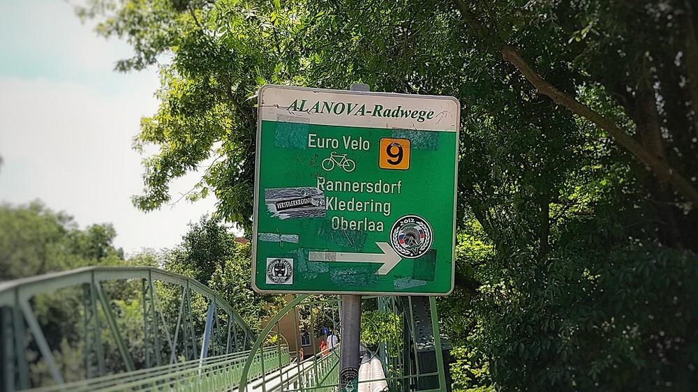 Weit ab von Wien endlich ein EuroVelo 9 Schild gefunden.