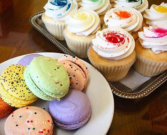 So many macarons and cupcakes this week!