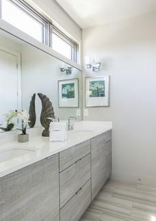 Modern and elegant master bathroom
