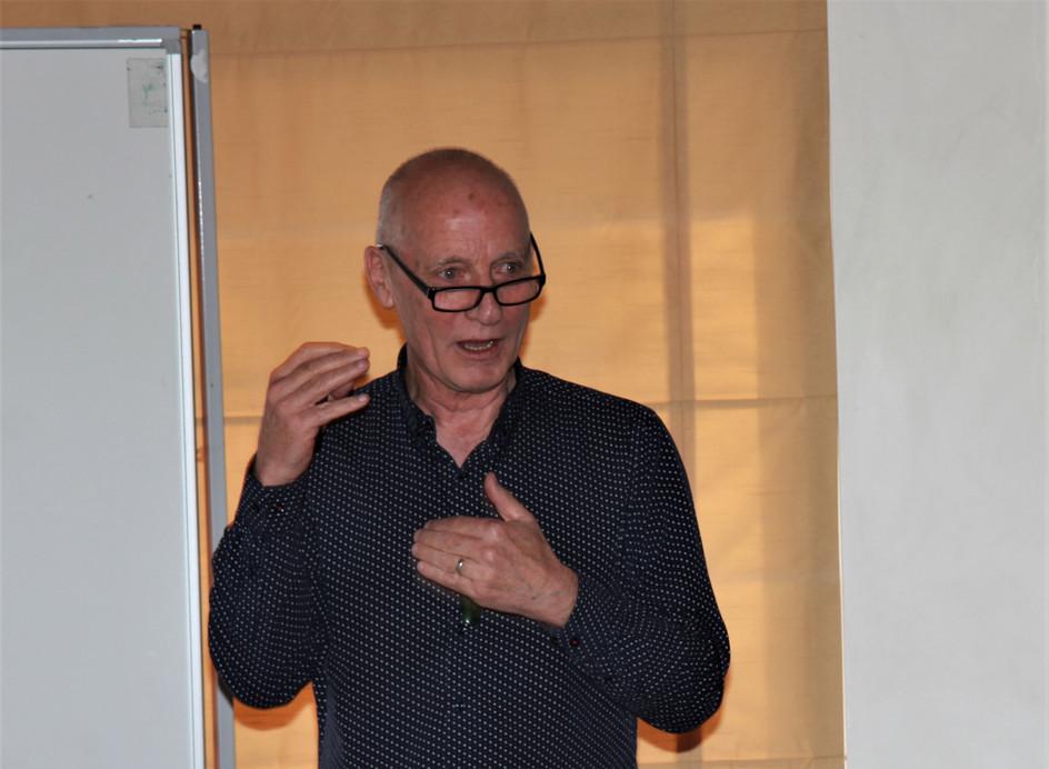 Dr David Crawley