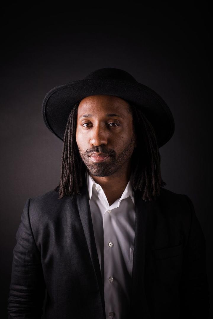 Narrator and singer, Omari Tau