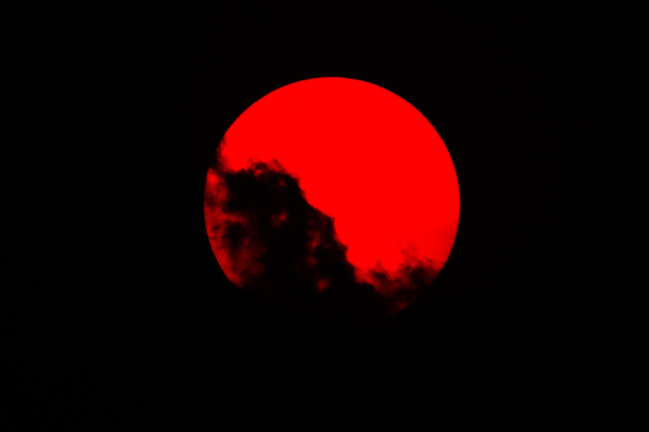 Sol Sangrento