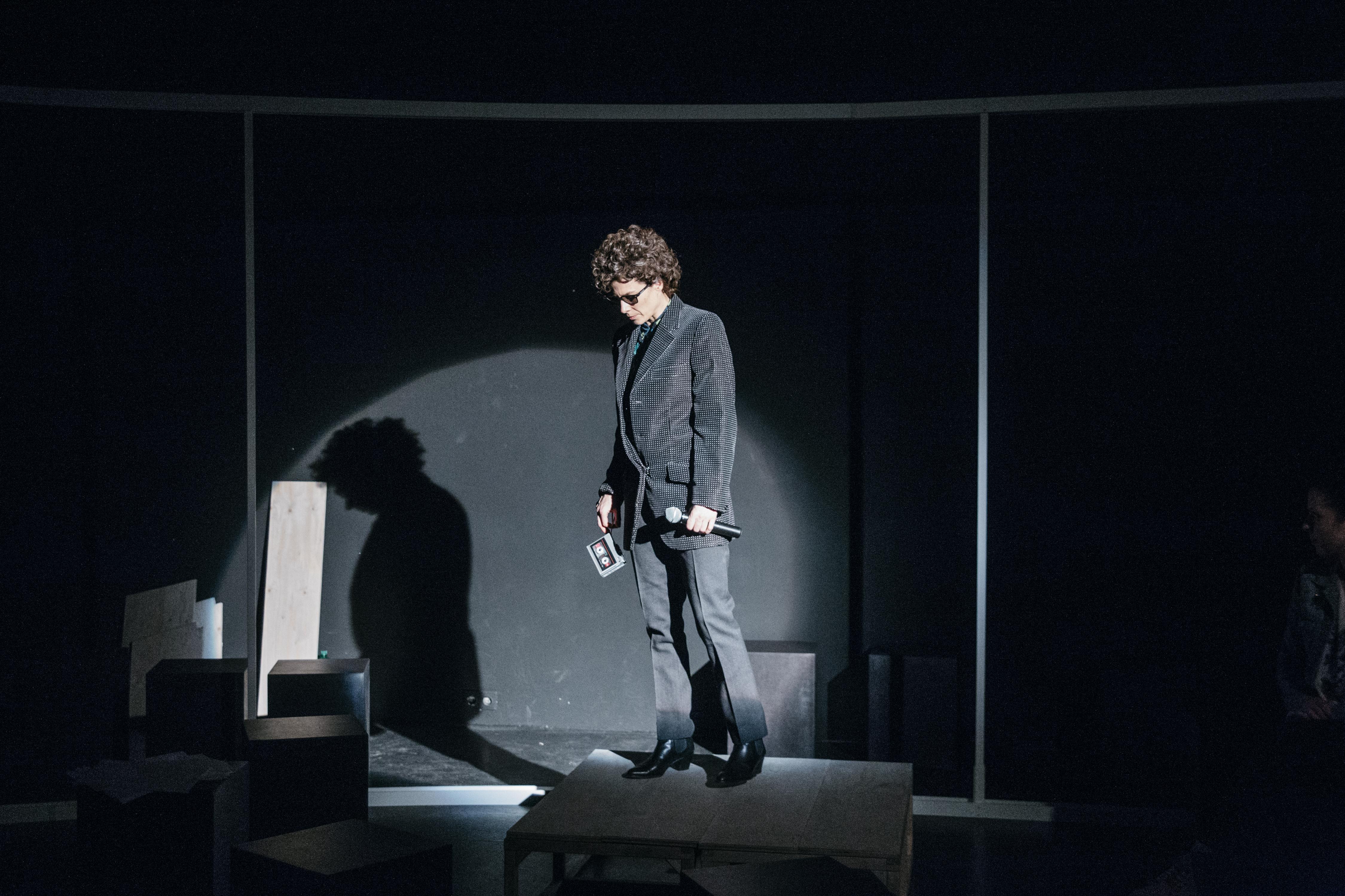 Anna Eger als Bob Dylan