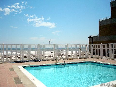 Beachwalk Landing Pool