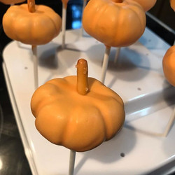 Pumpkin Cake Pops..