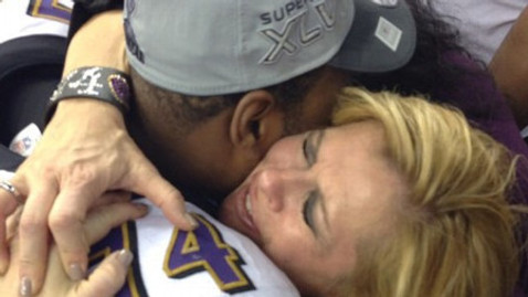 Baltimore Raven Michael Oher hugs mother Leanne Tuohy c/ ABC and Instagram