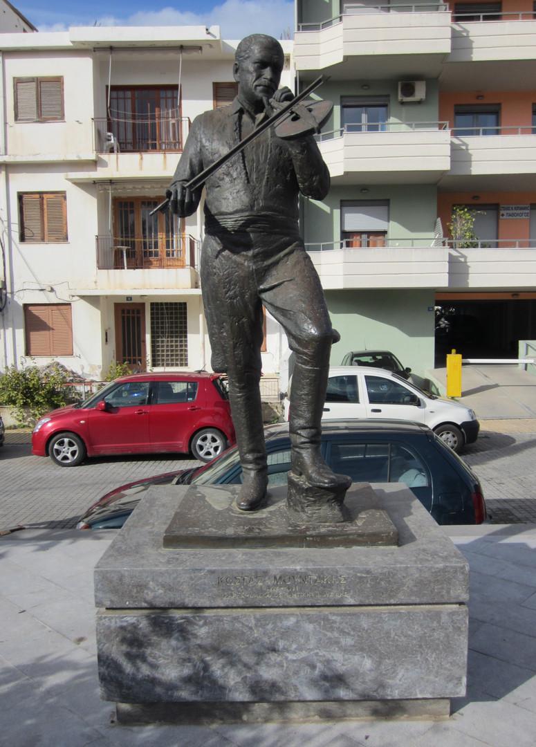 Rethymno Mountakis Statue