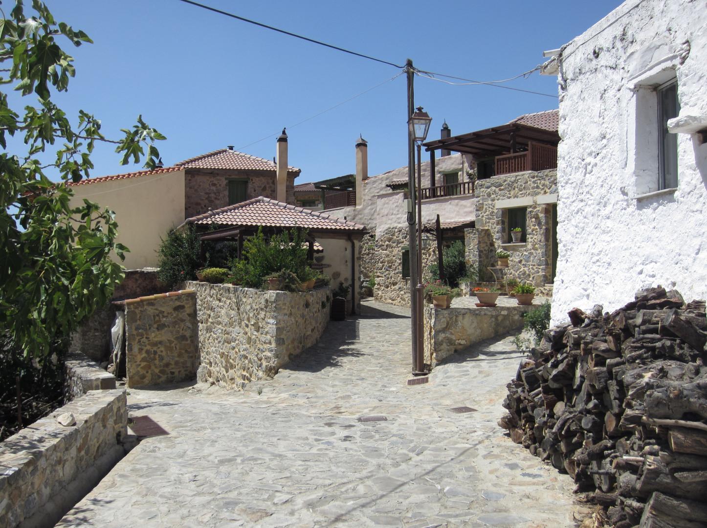Kapetaniana Village / Dorf