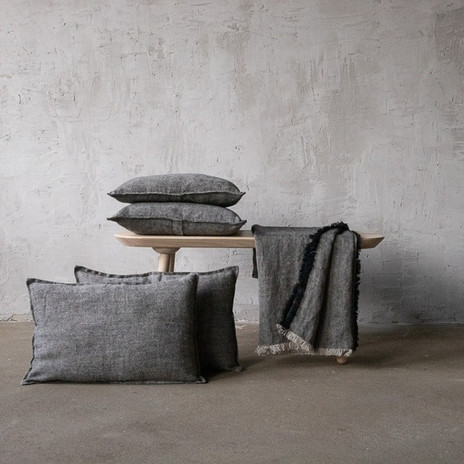 noir lin coussin ambiance