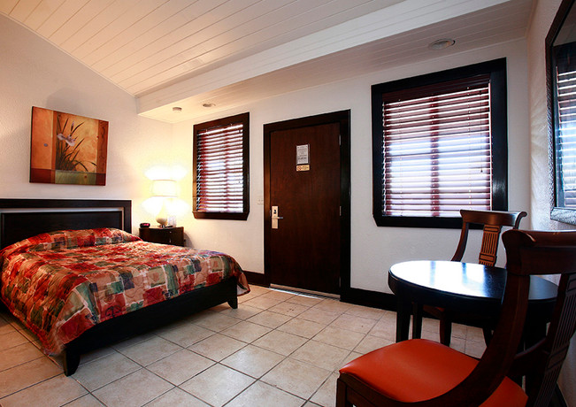 Paradise Inn Room
