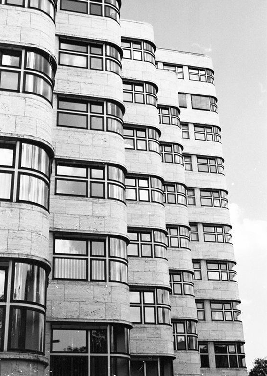 metropolis shell house R berlin.jpg