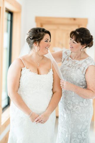 Ohio wedding photographer, dayton wedding photographer, light and airy, wedding, mom and daugther, getting ready portrait