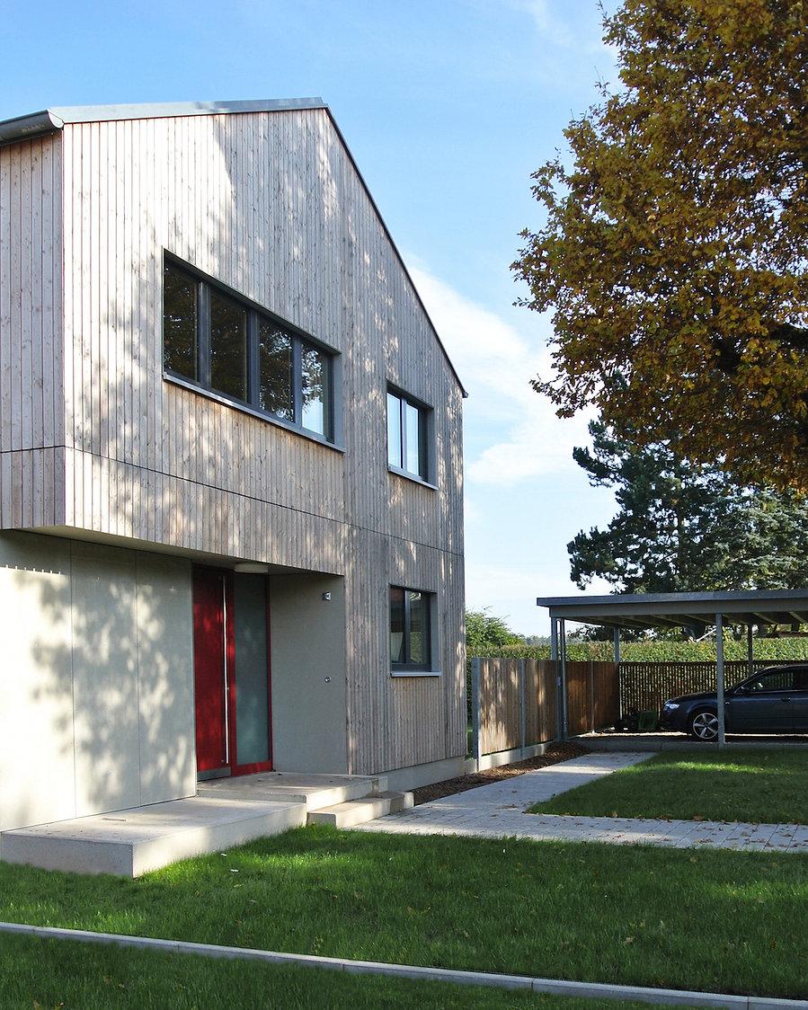 Architekt Nürnberg, Architekt Fürth, Architekt Erlangen, Architekt Neuendettelsau, Architekt Einfamilienhaus, Architekt Holzbau, Holzhaus, unbehandeltes Lärchenholz, Holzfassade, Volker Schmidt Architekten