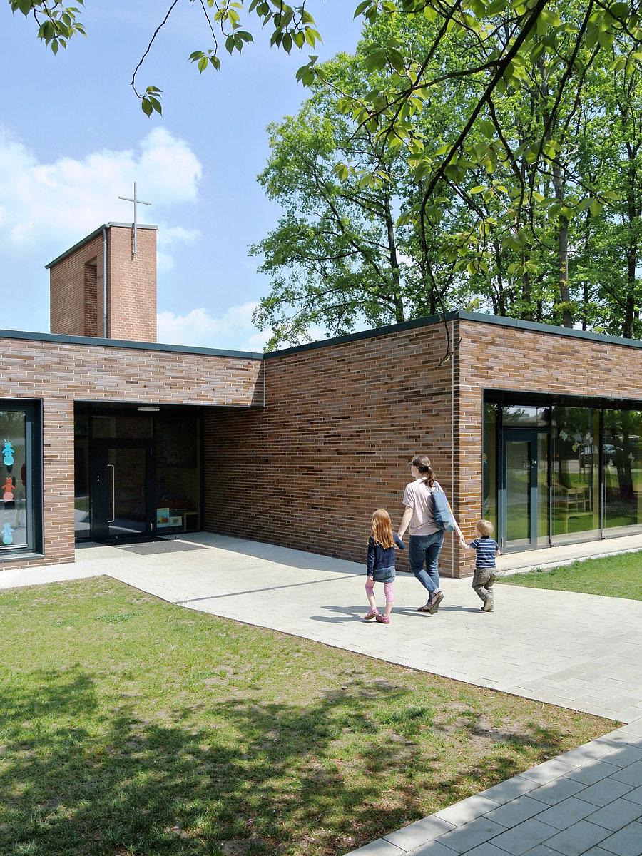 Architekt Nürnberg, Architekt Kindergarten, Architekt Kinderkrippe, Ziegelfassade, Klinkerfassade, Sichtmauerwerk, Flachdach, Volker Schmidt Architekten, Architektouren 2015