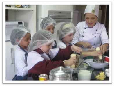 """Dia Nacional da Mandioca - """"Educar com alimentos"""" Ana Tomazoni"""