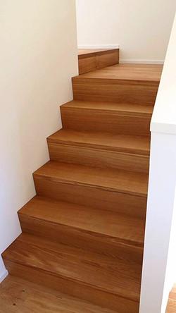 Treppe in Eiche massiv