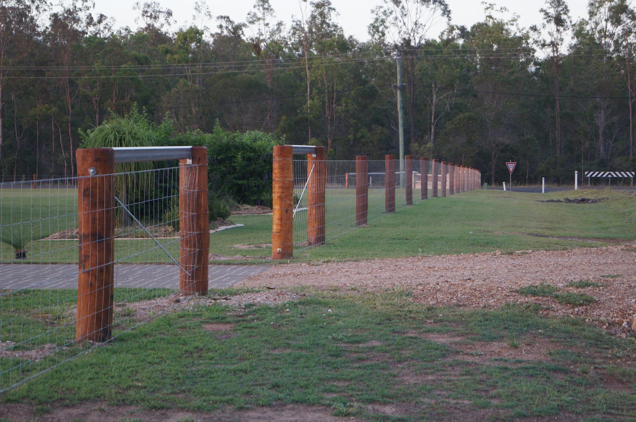 Round posts and mesh