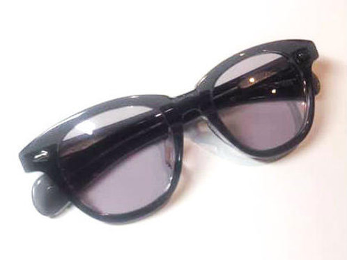 恋するサングラス  クリアブラックフレーム レンズ:パープル