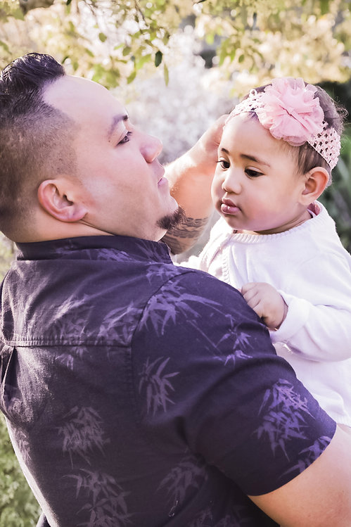 Dad and daughter Newborn child Pink headband bamboo shirt Botanic Gardens Family Portraits Photoshoot