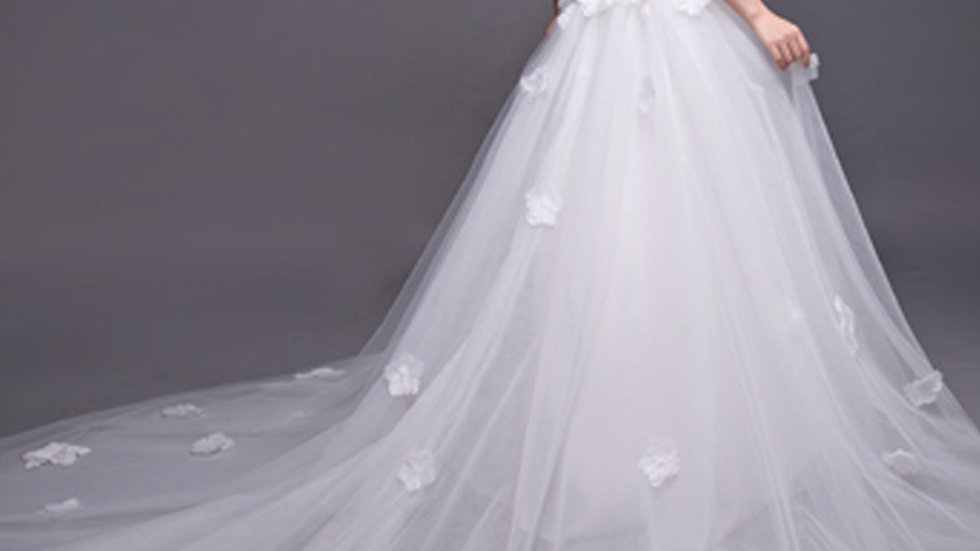 Dramatic Queen Lace Wedding Dress