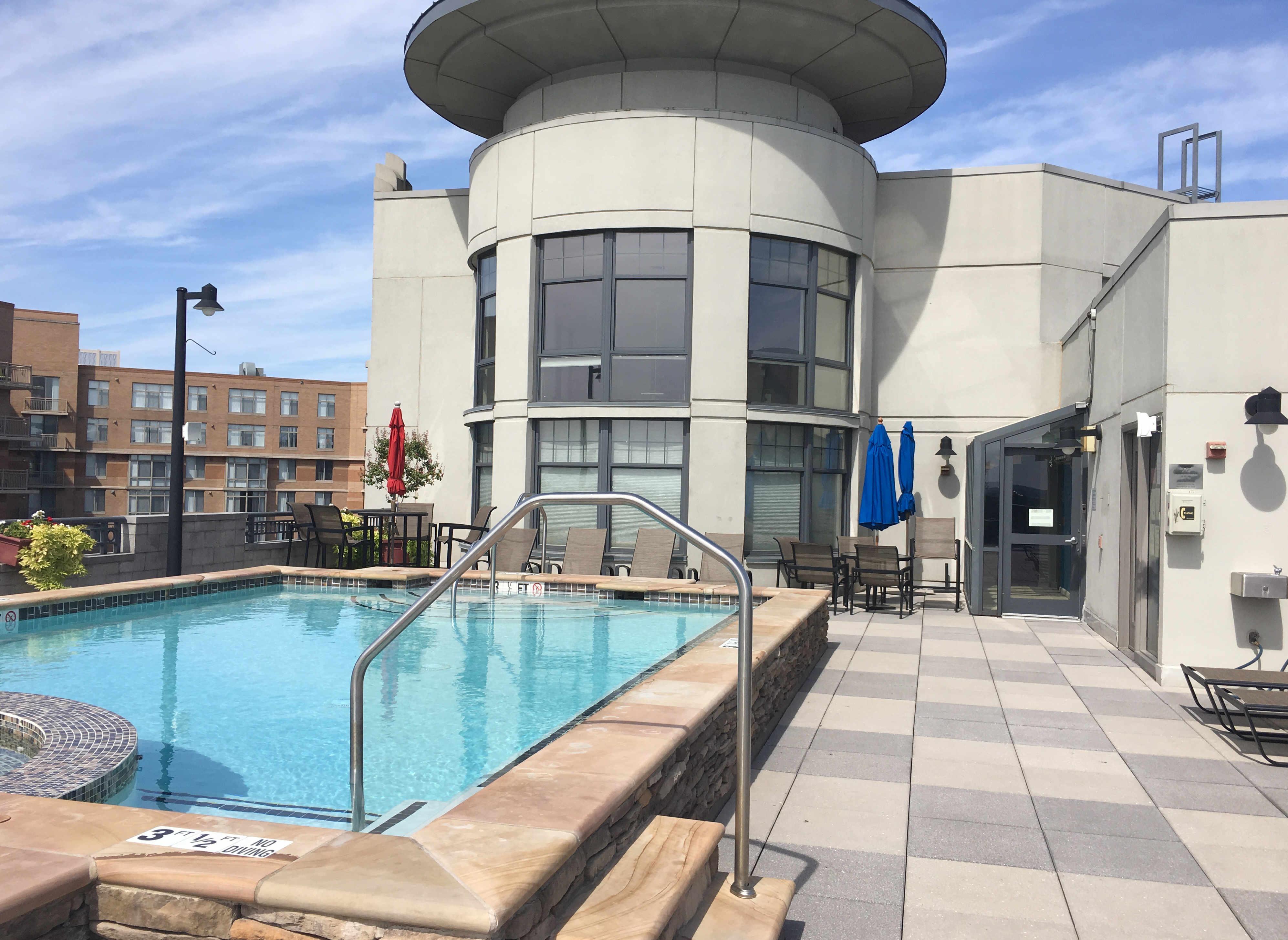 Pool Clarendon 1021