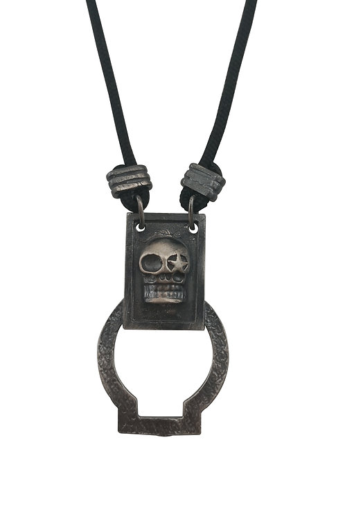 SKULL NECKLACE SUNGLASS HOLDER