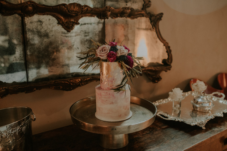 Romantic_picturesque_tuscan_blush_plum_textural_wedding_cake_florals_by_Twig_+_Twine_Auckland_New_Zealand.jpg