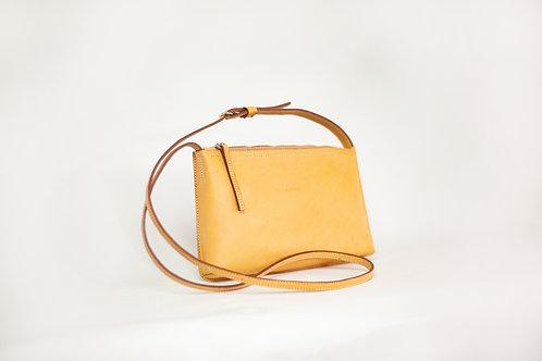 Bella sling bag in sand