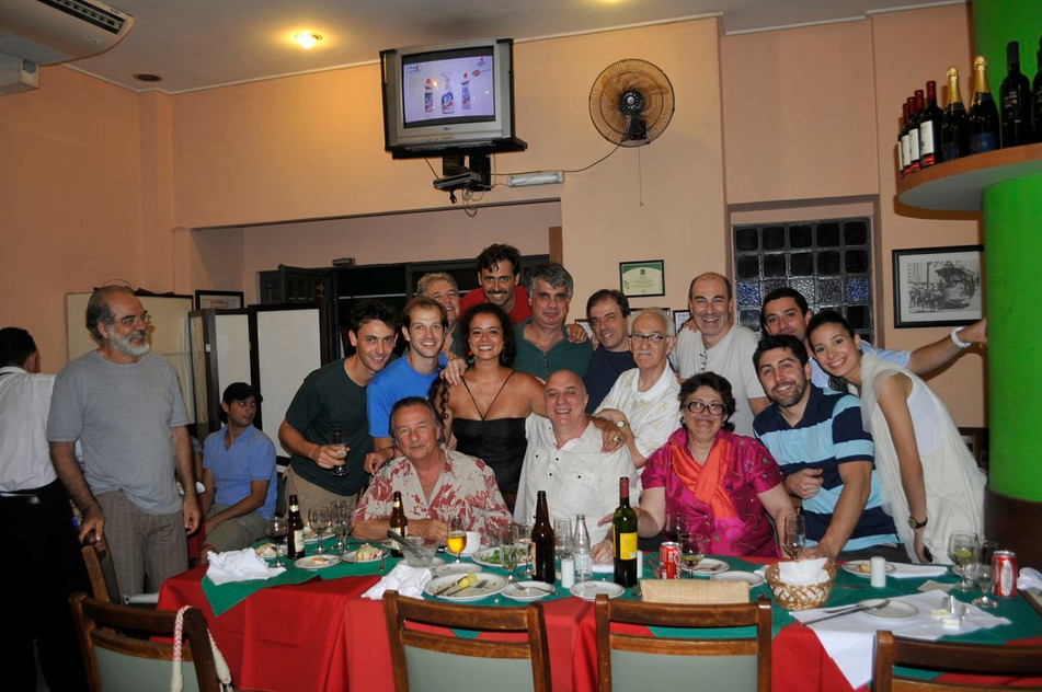 Zé Renato's birthday The crew with Beth Costa, the woman that made the adventure possible. Thank you!