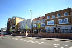 Key Site, Godalming, Nye Saunders