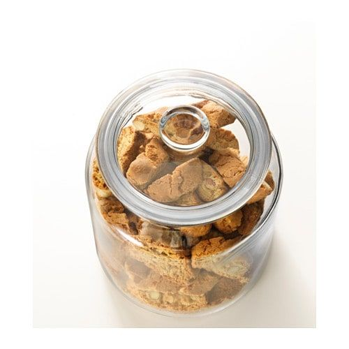 The transparent jar makes it easy to find what you are looking for, regardless of where it is placed. Fill with delicious cookies that will stay yummy well into the new year.