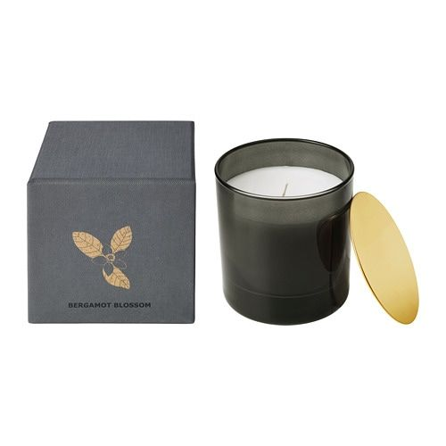 A spicy scent of bergamot and tea with warm milk. When the candle has burned itself out the cup can be used as a tealight holder. The candle is packaged in a decorative box, perfect to give as a present.