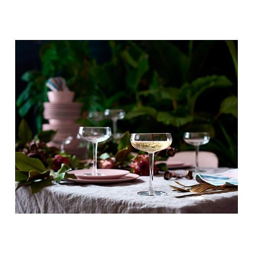 The low and wide shape makes it extra festive to serve sparkling wine or champagne in. The glass has a wide shape which allows you to also use it as a bowl for serving delicious desserts. Grab four or six and really make a statement gift.