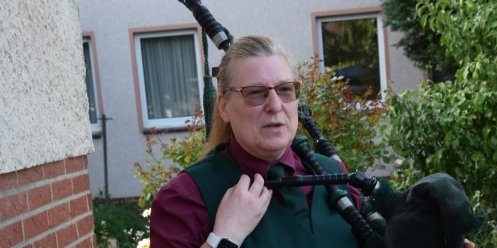 Gartenkonzert mit Dudelsackspielerin Dagmar Pesta