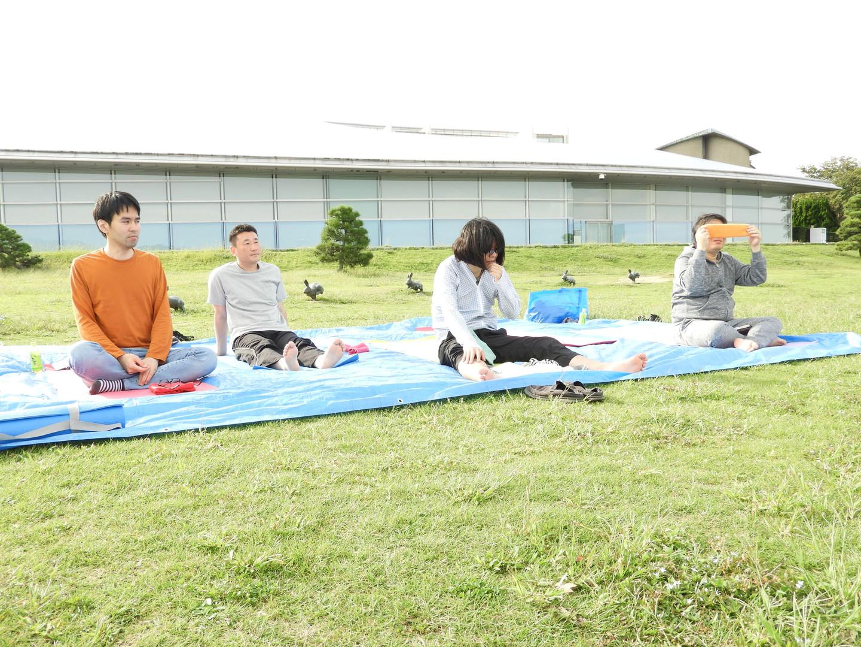 マインドフルネスヨガ・瞑想の様子@宍道湖
