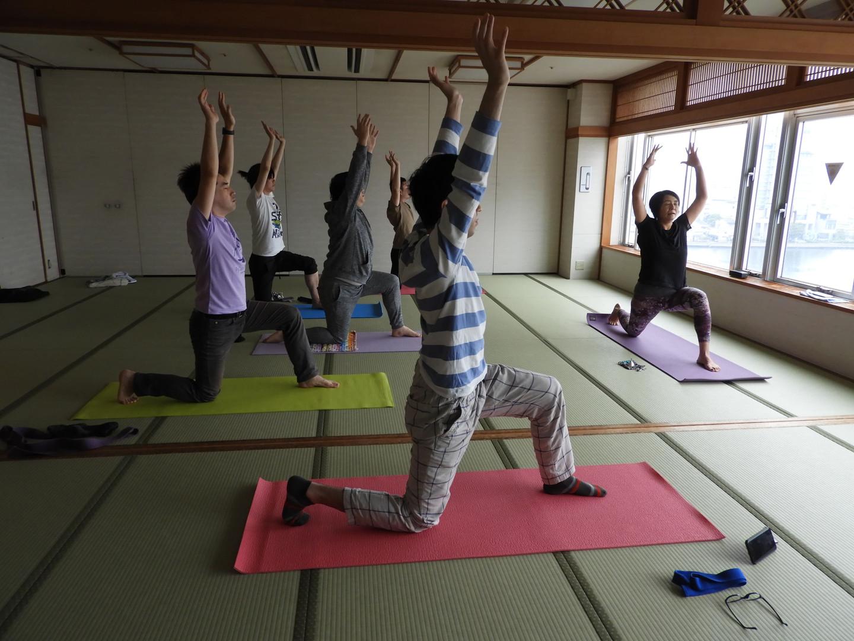 マインドフルネスヨガ・瞑想の様子@ニューアーバンホテル
