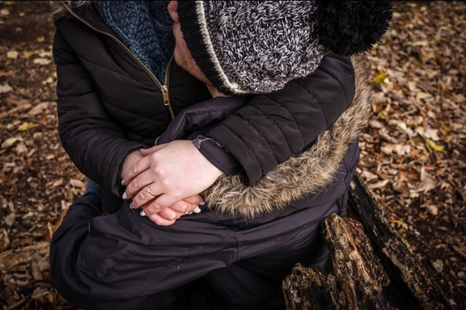 A cold, cuddlycouples shoot at Bluebell Woods.