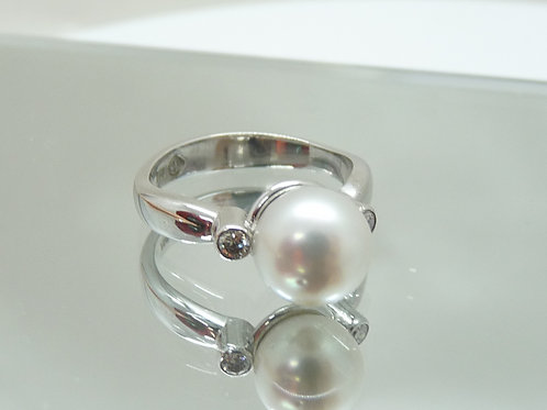 18ct Cultured Pearl & Diamond Ring