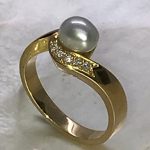 220719 18ct Yellow Gold Keshi and Diamond ring