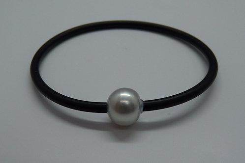 Classic Neoprene & Cultured Pearl Bangle