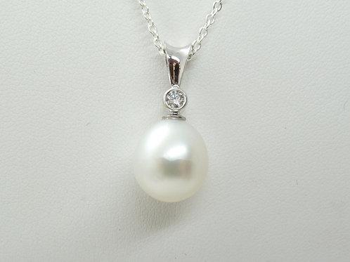 18ct Cultured Pearl & Diamond Pendant
