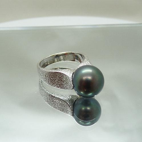 18ct Tahitian Pearl Ring